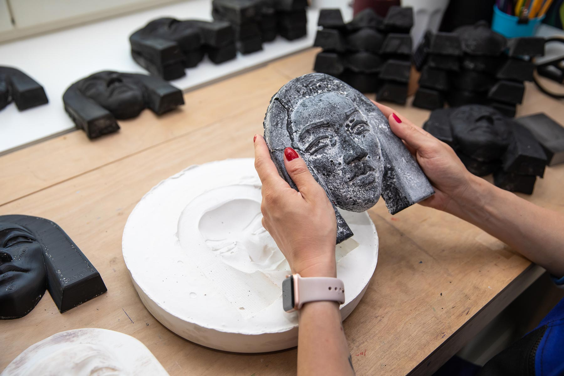 WASTE ART: women's faces from plastic straws - taking sculptures out of gypsum molds